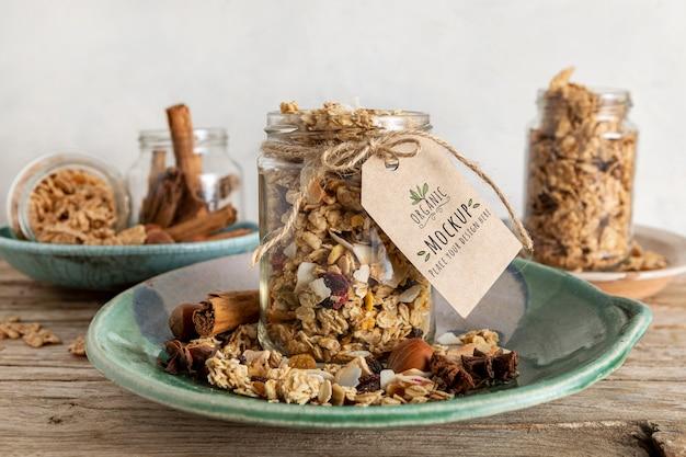 Assortimento di cereali per la colazione con tag mock-up