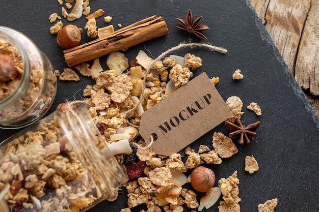 Composizione di cereali per la colazione con tag mock-up
