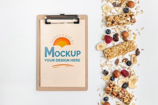 Cereali da colazione con mock-up di appunti