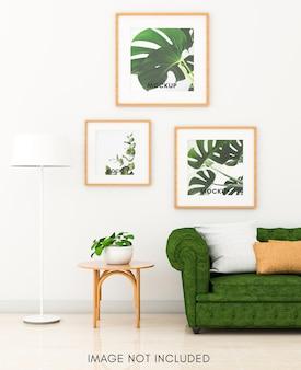 Светлая гостиная с зеленым диваном и макетом с квадратным деревянным каркасом