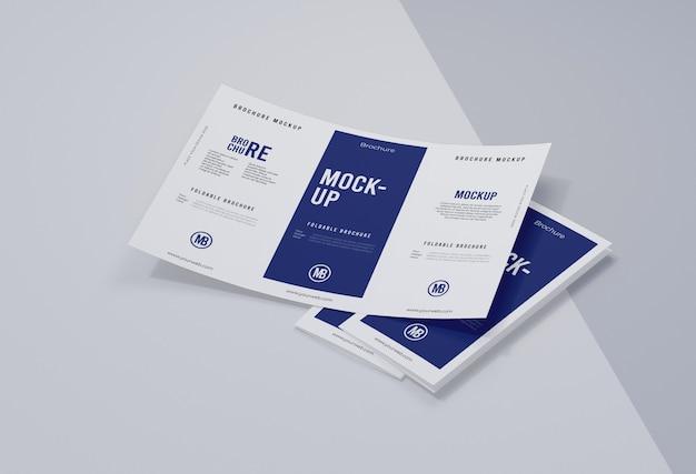 Brochure mock-up isolato su bianco