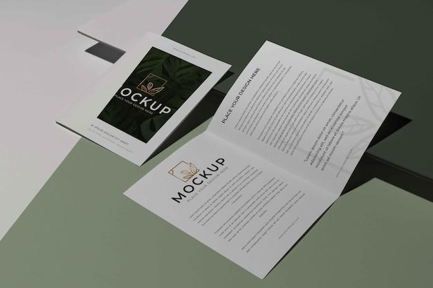 パンフレットスタジオデザインのモックアップ