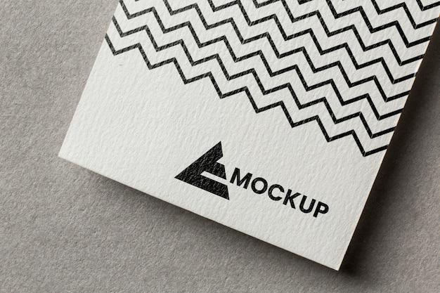 Marchio aziendale su assortimento di modelli di carte