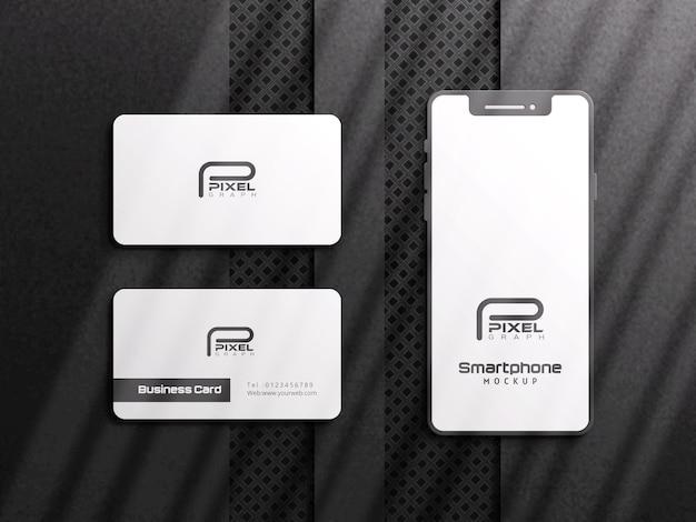 Макет визитной карточки и смартфона с черным фоном