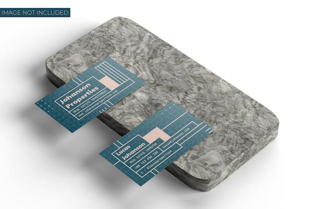 大理石のテーブルモックアップの名刺