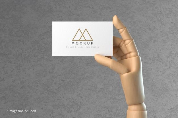 Визитная карточка в деревянной руке макет