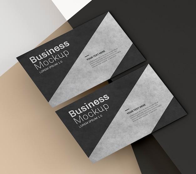 Mock-up di biglietti da visita con design nero e argento