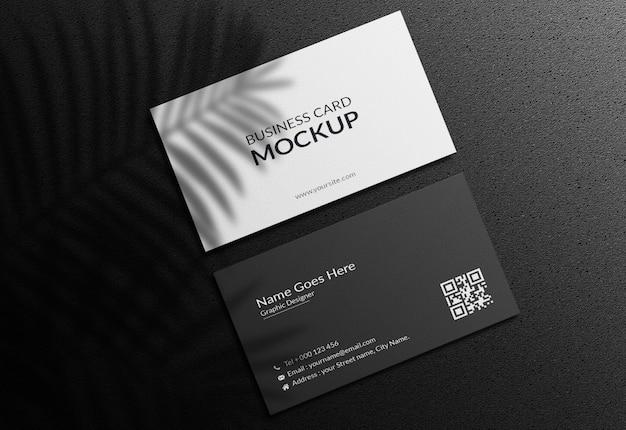 Макет визитной карточки на темном фоне