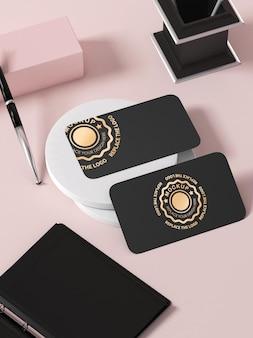 Макет визитной карточки с золотым логотипом