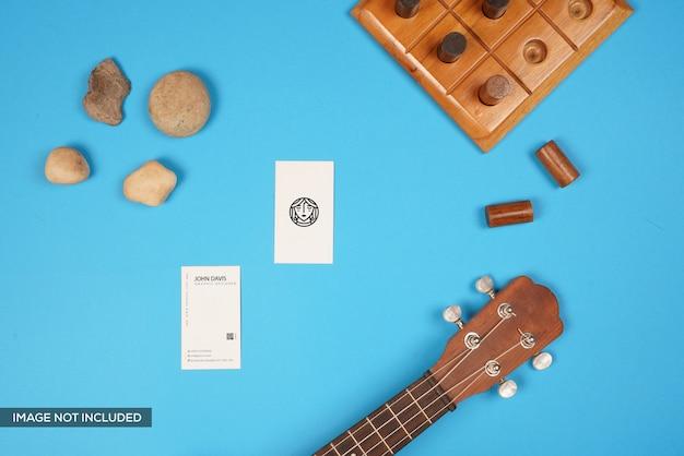 名刺モックアップ、ギター、木製ゲーム、ストーン