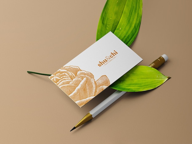 2枚の葉の名刺と鉛筆のモックアップ透視図