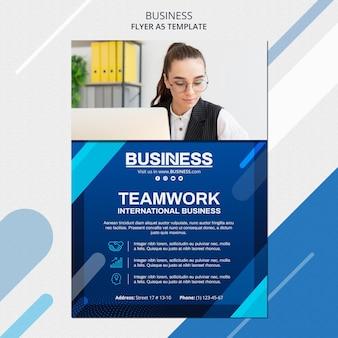Modello di volantino del concetto di business
