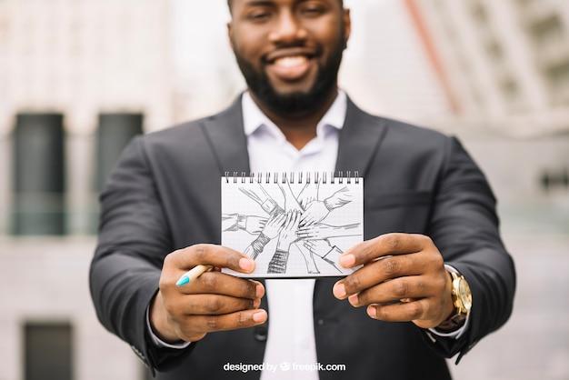 Бизнес макет с бизнесмен показывает ноутбук