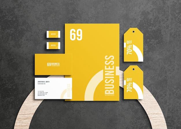 Набор макетов бизнес-канцелярских принадлежностей