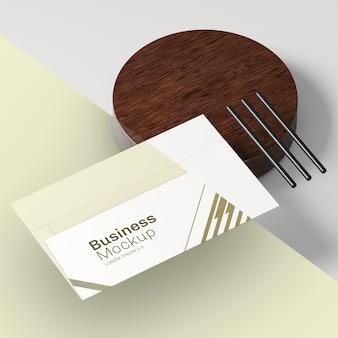 비즈니스 방문 카드 모형 및 연필