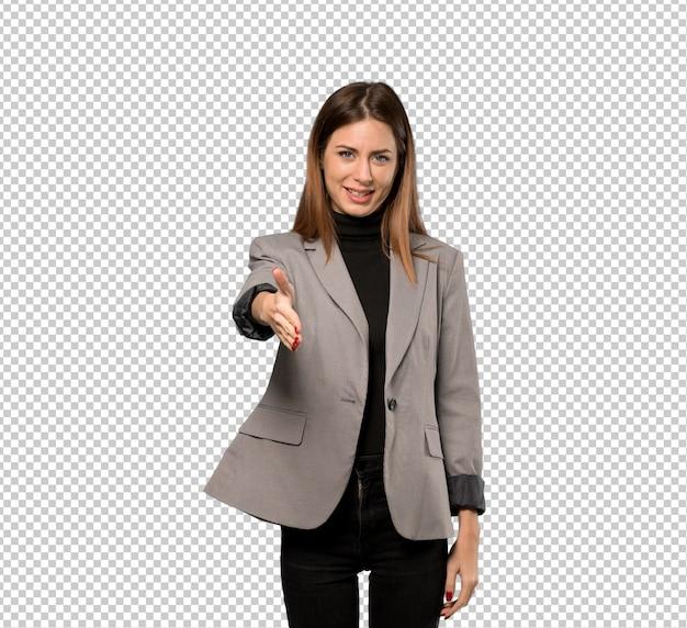 Деловая женщина пожимает руку за заключение хорошей сделки