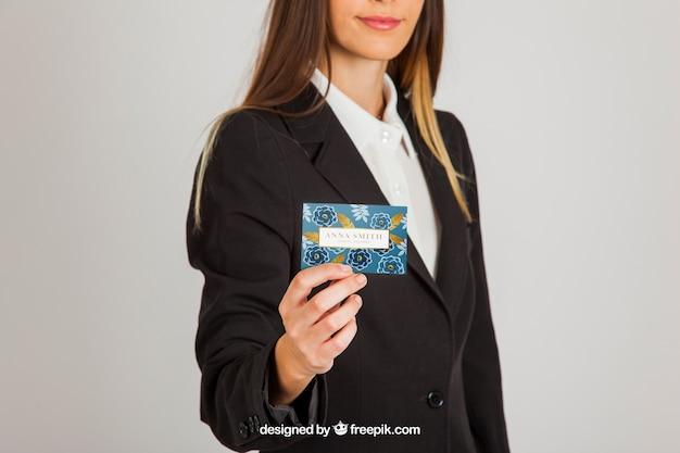 Деловая женщина с концепцией макета визитной карточки