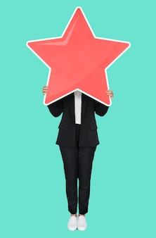 Бизнес-леди держит символ золотой звезды рейтинга