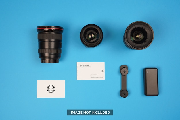 ブルーのカメラアクセサリー名刺モックアップ Premium Psd
