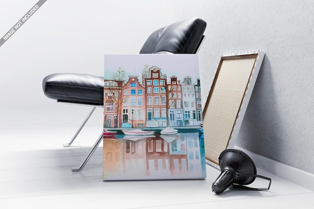 안락 의자 모형에 기대어 캔버스 프레임