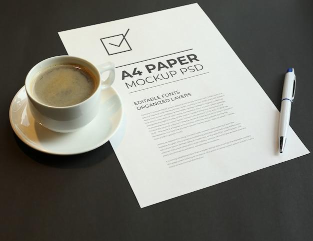 Чашка для капучино с макетом для письма формата а4 psd