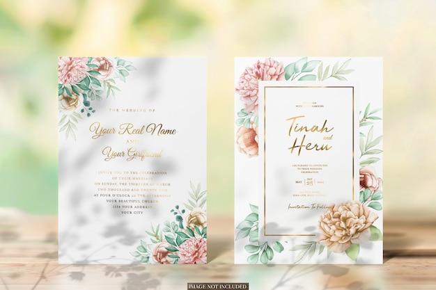 招待状のカードと封筒のモックアップ
