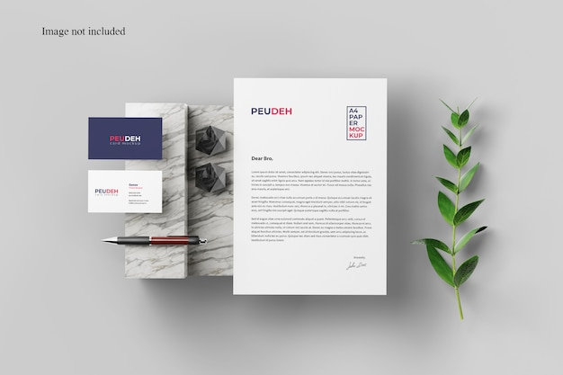 植物とカードと紙のモックアップ