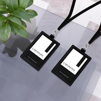 黒革デザインのidカードのカードホルダーモックアップ