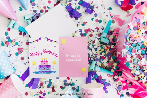 誕生日デザインのカードモックアップ