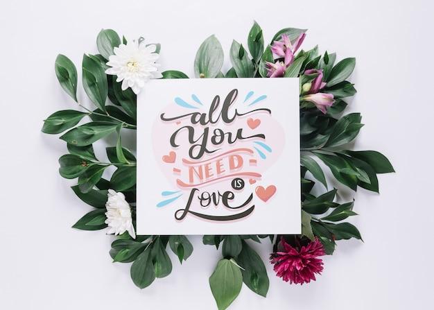 花のバレンタインデーのコンセプトを持つカードモックアップ