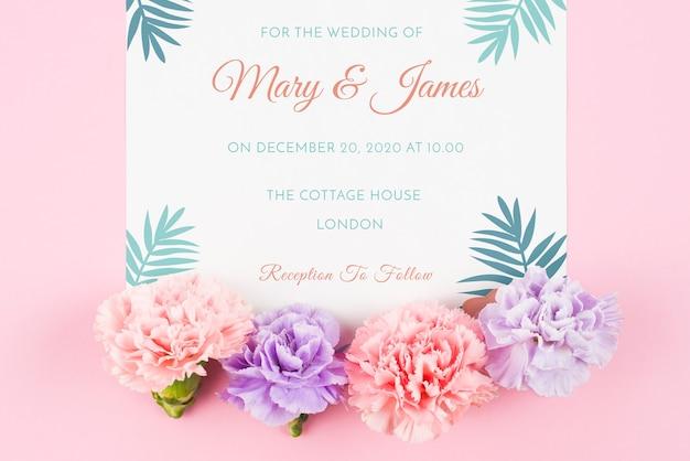 결혼식을위한 장미와 카드 이랑