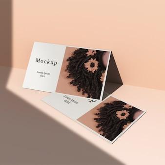 写真と影付きのカード