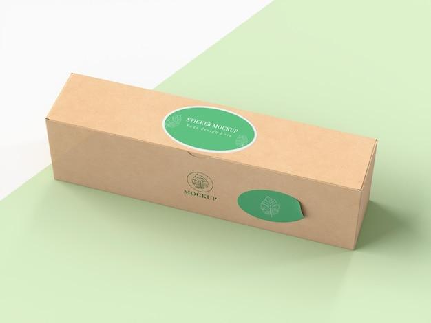 Картонная коробка с наклейкой макет