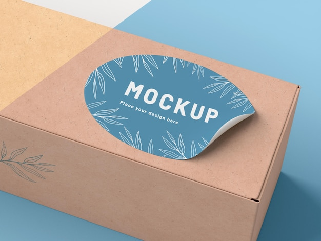 Scatola di cartone con adesivo mock up