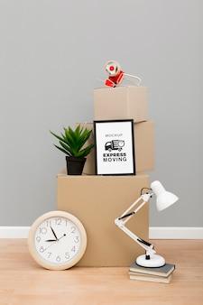 이동할 준비가 된 판지 상자