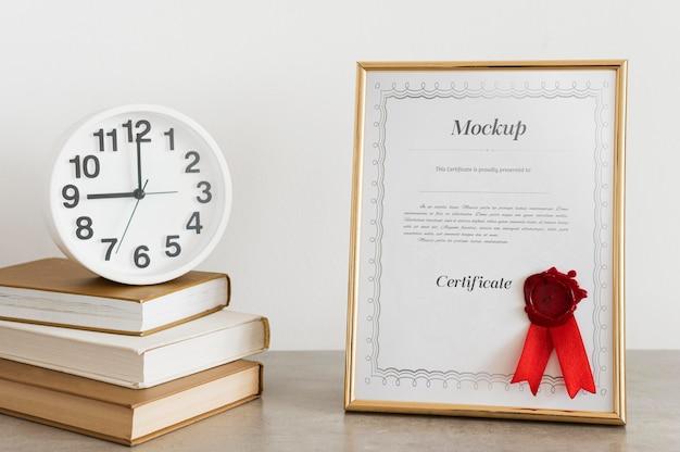 Концепция сертификата с макетом рамки
