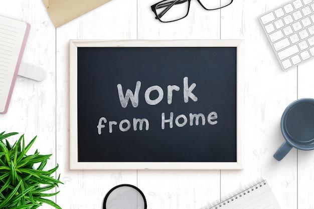 사무실 책상 장면 작성자의 칠판 모형