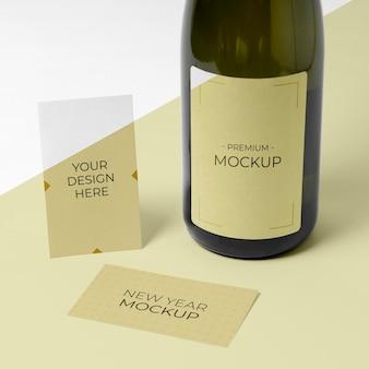 Biglietto da visita mock-up vista alta bottiglia di champagne