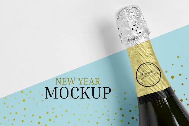 Vista dall'alto di mock-up di bottiglia di champagne