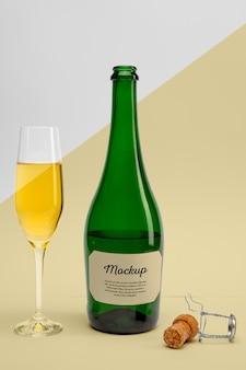 Бутылка шампанского с макетом