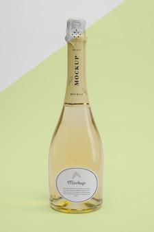 Bottiglia di champagne con mock-up