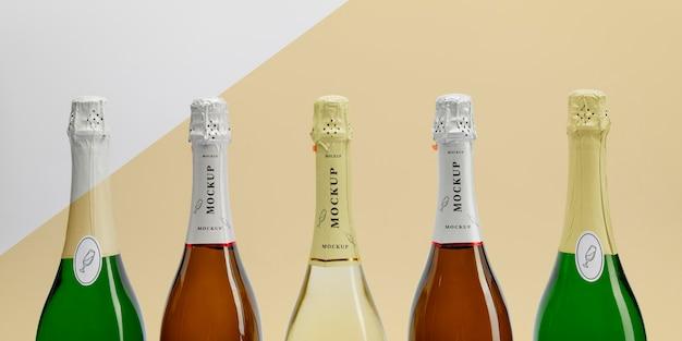 Бутылки шампанского с макетом