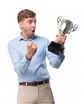 승리를 축 하하는 쾌활 한 남자