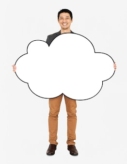 空白の雲の形をしたボードを示す陽気な人