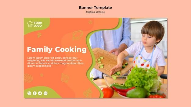 Ребенок помогает на кухне баннер шаблон