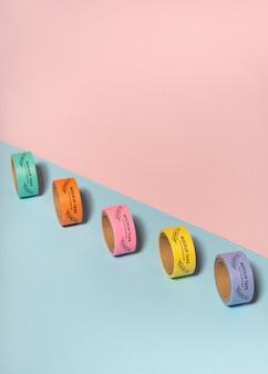 カラフルなテープで子供の机のモックアップ