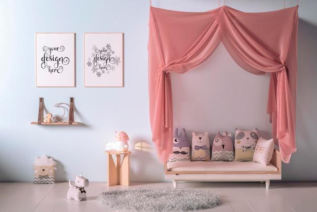 モックアップフレーム付きの子供部屋のインテリア