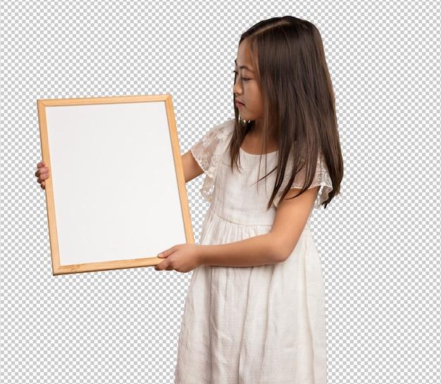 バナーを保持している中国の小さな女の子