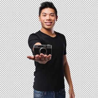 カメラを持つ中国人の男