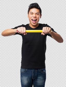 鉛筆を持つ中国人